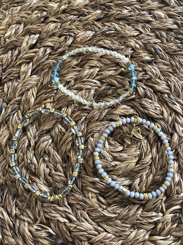 Chávez for charity set of 3 Gray/gold bracelets - brand new