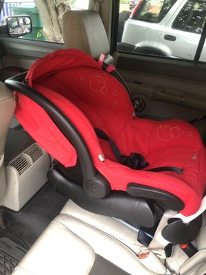 Baby car seat +swing + protection pad for Sale in Miami, FL