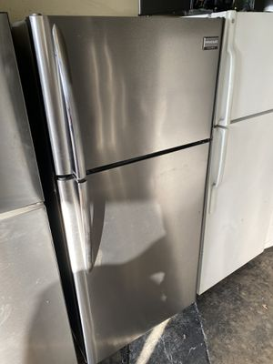 FRIGIDAIRE TOP FREEZER STAINLESS STEEL for Sale in Fountain Valley, CA