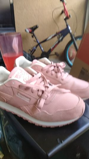 Pink Reebok shoe's size 8 for Sale in Tampa, FL