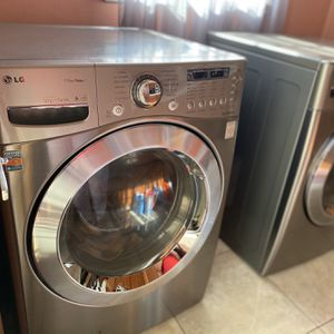 LG Washer dryer In Good Condition for Sale in Cerritos, CA