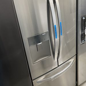 30 Inches Wide Lg French Door Refrigerator Ice /water for Sale in Irvine, CA