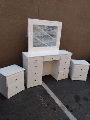 White Bedroom Vanity Set with Mirror - We Deliver! for Sale in Anaheim, CA