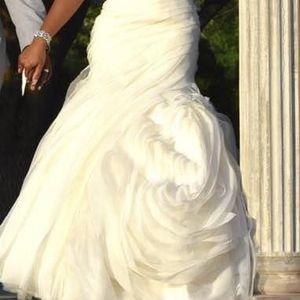 Vera wang wedding Dress Size 8 for Sale in Philadelphia, PA