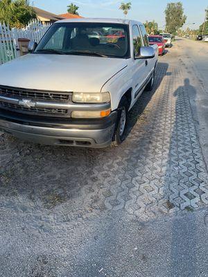 Chevy Silverado 2002 for Sale in Miami, FL