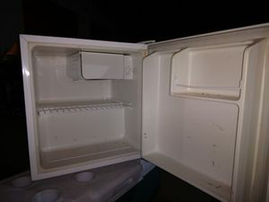 Magic Chef 1.7-Cubic Foot Compressor Refrigerator for Sale in Denver, CO