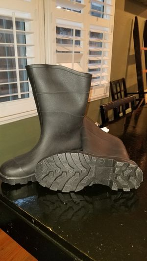 Rain boots Sz 8 for Sale in Stockton, CA
