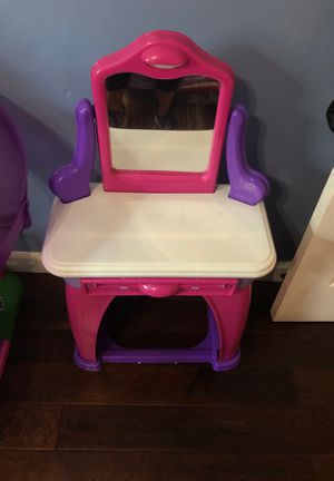 Kids vanity desk for Sale in Long Beach, CA