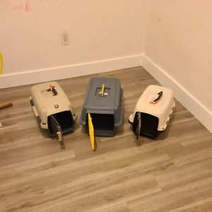 Small Pet Carriers (3) for Sale in Miami, FL
