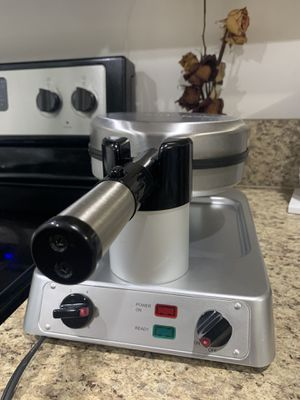 Technique Round Nonstick Rotating Waffle Maker for Sale in Lauderhill, FL