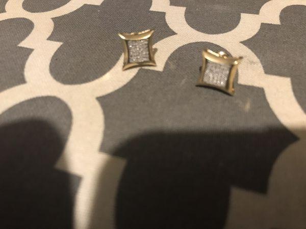 14k Diamond earring yellow gold
