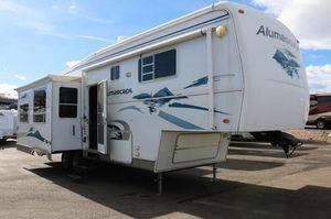 Very nice 5th Wheel Camper for Sale in Littleton, CO