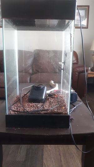 Fish tank for Sale in Fayetteville, AR