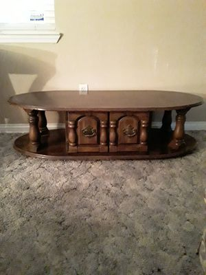 Coffee and two end tables for Sale in Farmersville, CA