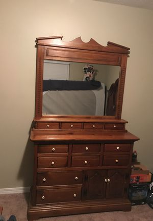Solid wood Dresser with mirror for Sale in Chunchula, AL