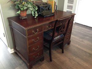 Desk and Chair for Sale in Nashville, TN