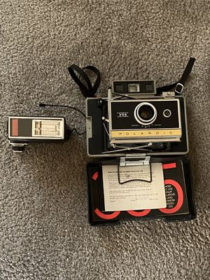 A Polaroid 335 automatic land cram era still works for Sale in New Columbia, PA