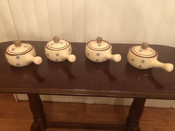 Serving dishes/soup bowls/tea kettle