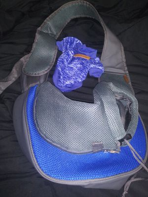 Dog carrier sling up to 5lbs for Sale in Denham Springs, LA