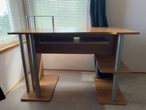 Computer desk with keyboard tray in good condition for Sale in Federal Way, WA