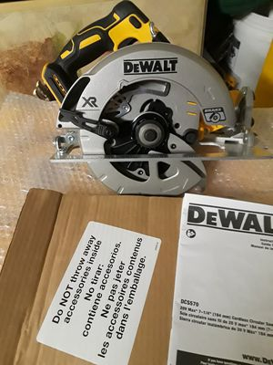 """Brand new dewalt 20v xr brushless circular saw with blade 7-1/4"""" blade tool only for Sale in Fresno, CA"""
