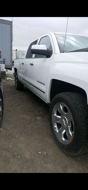 V8 6.2engine 4x4 LTZ 2014 with 2018 front end I have all the parts for it for Sale in San Diego, CA