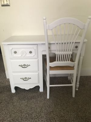 Vintage Desk and Chair for Sale in Gahanna, OH