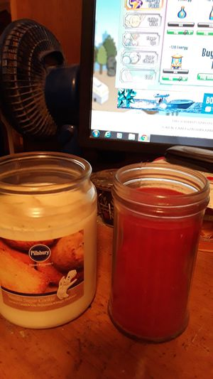 7 FULL TO SLIGHTLY USED CANDLES for Sale in Vinton, IA