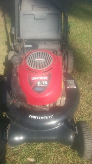 Lawnmower craftsman 6.75hp self propelled in excellent conditions few hours used for Sale in Bell Gardens, CA