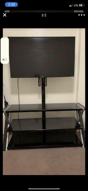 Mesa con televisor de 43 pulgadas Smart TV for Sale in TEMPLE TERR, FL