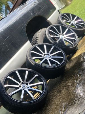 22in rims with tires 5 lugs for Sale in Miami, FL