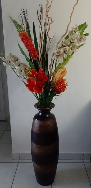 decorative vase with flowers for Sale in Miami, FL