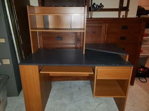 Study Desk with hutch! for Sale in Pflugerville, TX