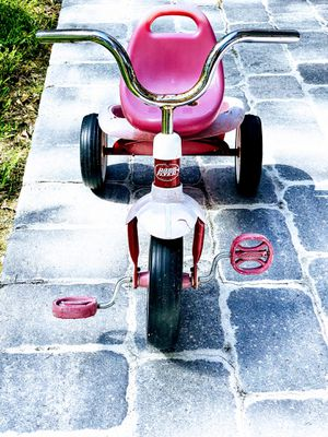 Radio flyer tricycle, red with a basket in the back for Sale in Vero Beach, FL