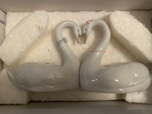 Lladro Endless Love Figurine for Sale in Alafaya, FL