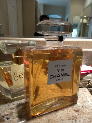 """Chanel """"Collectors Giant Perfume"""" Factice one of a kind $525. for Sale in Chula Vista, CA"""