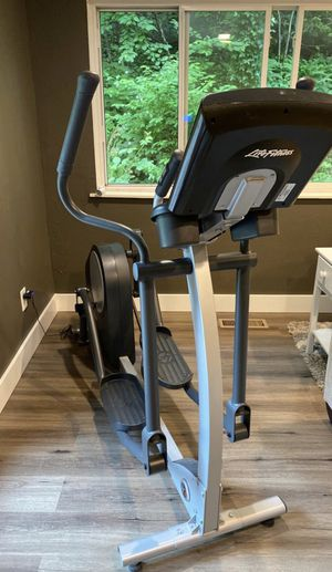 Life Fitness X1 Whisper Technology Elliptical - Like New for Sale in Olympia, WA