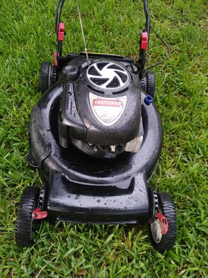 Lawnmower/lawn mower craftsman platinum EX walk excellent conditions 7.0 Hp 22inch deck rear wheel drive self propelled run like new. for Sale in Pembroke Pines, FL