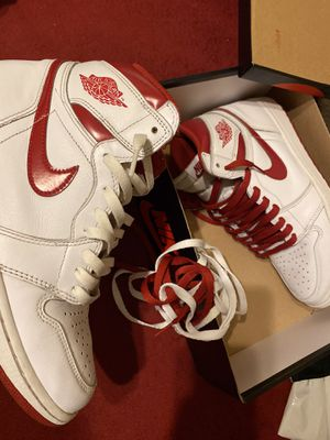 Metallic red retro 1s size 8.5 for Sale in Litchfield Park, AZ