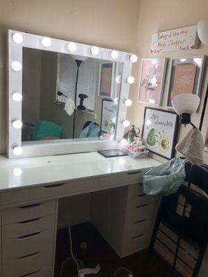 Makeup vanity set for Sale in Fresno, CA