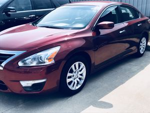 2015 Nissan Altima 2.5 S. 70k Miles, 27/38 mpg. CD player, keyless entry, brake assist and more! Great fuel economy vehicle! for Sale in Quincy, IL