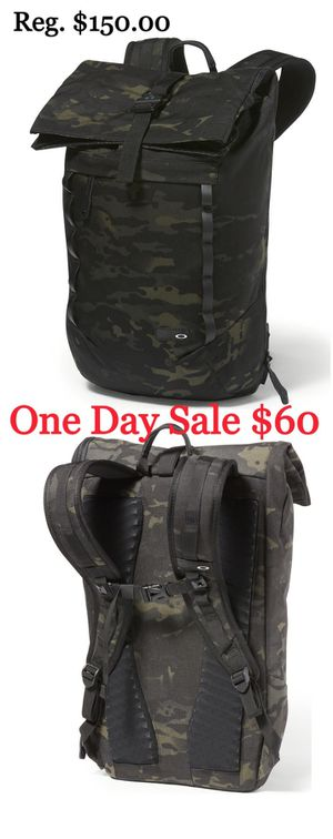 New Oakley, Black Multicam 23L Roll Top Backpack for Sale in Lake Forest, CA