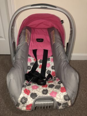 Evenflo Pink Car Seat for Sale in Lawrence, MA