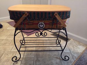 Vintage Longaberger Large Picnic Basket w/ Wrought Iron Stand for Sale in Panola, IL