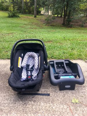 Safety 1st car seat with base for Sale in Oxford, GA