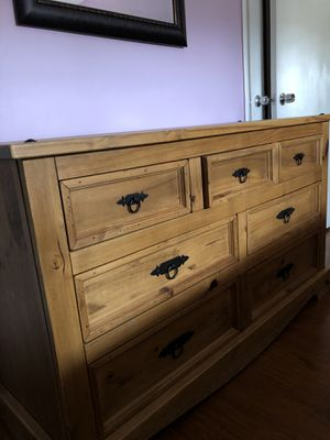 Dresser and 2 Tables for Sale in Hialeah, FL