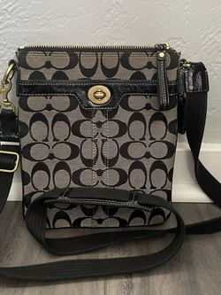 Coach Bag for Sale in Pittsburgh,  PA