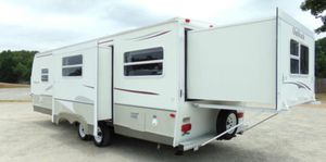2OO7 5th wheel camper for Sale in Phillips Ranch, CA