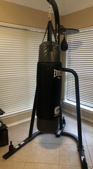 Everlast punching bag with stand and speed bag for Sale in Houston, TX
