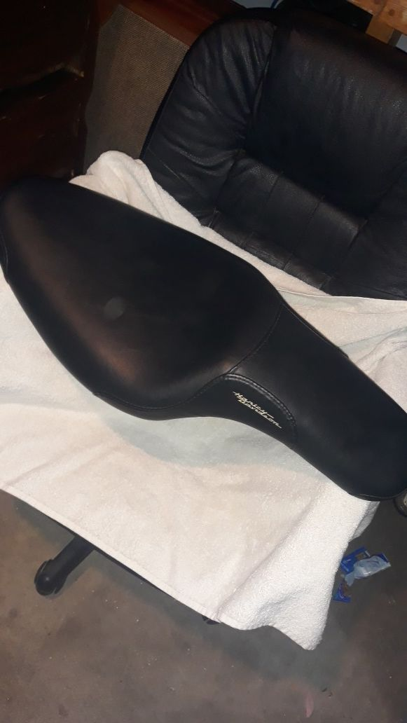 Harley Davidson Badlander seat for sportsters Brand NEW never used. Black, Leather, store price 269. Seen one on ebay for 50 but was definitely used.